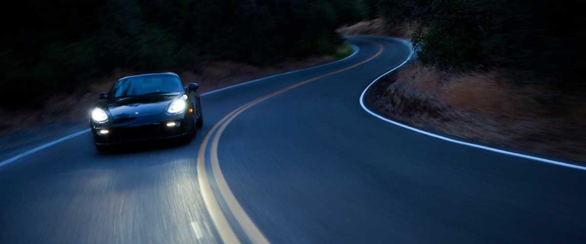 auto en la ruta
