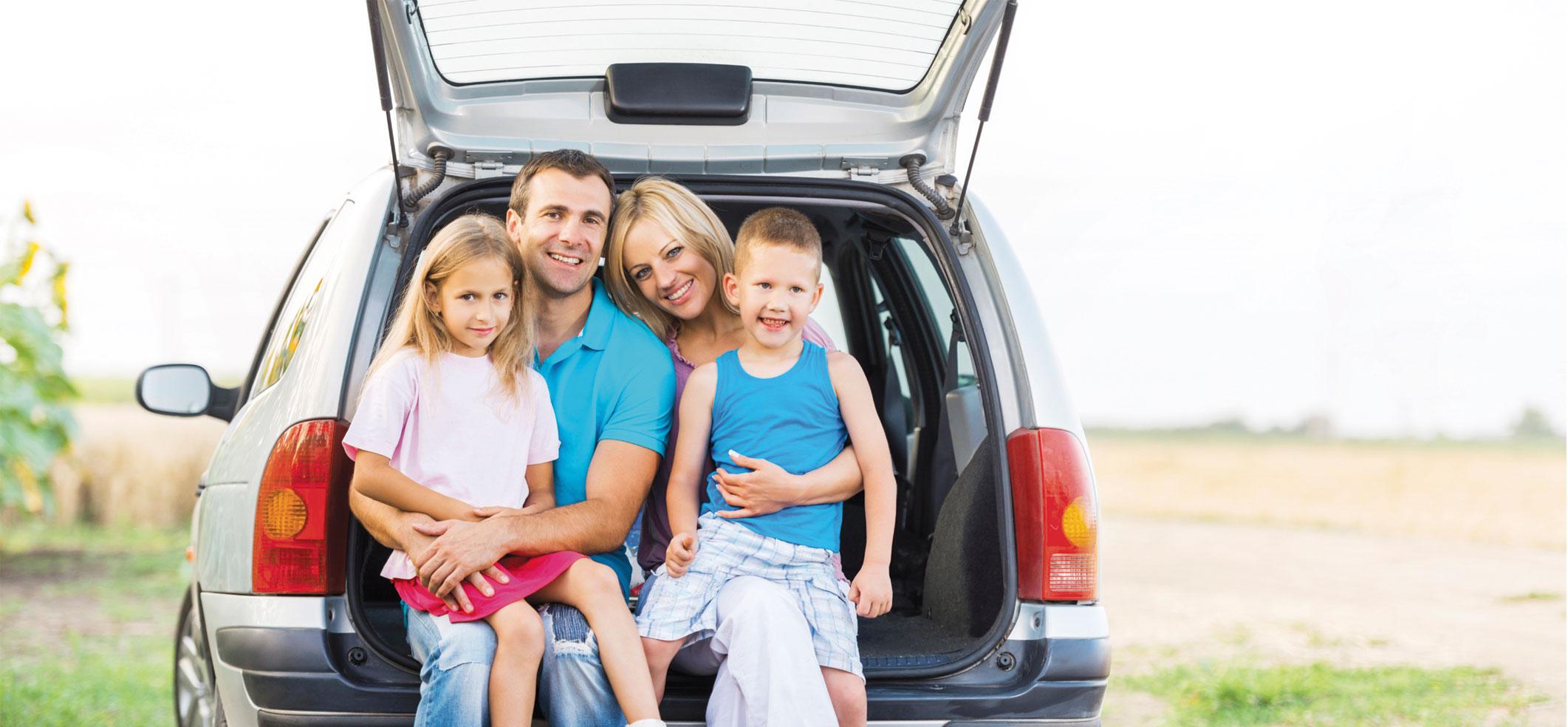 familia en auto