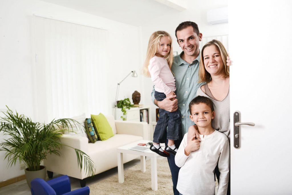 familia en el hogar